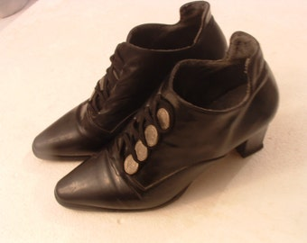 free shipping black leather size 36 boots made in Italy circa 1980's   pre -owned excellent conditions