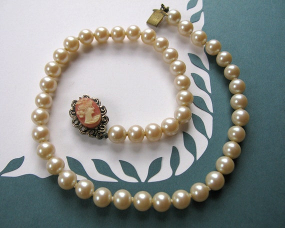 RESERVED for Celi Burket / Vintage Faux Pearl Necklace with Cameo Clasp - Salmon / Pink - 1950's / Vintage Wedding / Free Shipping in USA