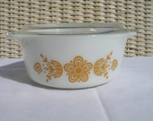 Vintage Pyrex-Butterfly Gold 1.5 pt bowl Bake serve and store set.