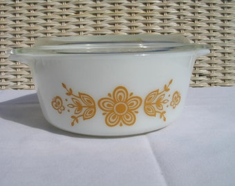 Vintage Pyrex-Butterfly Gold 1.5 pt bowl Bake serve and store set.