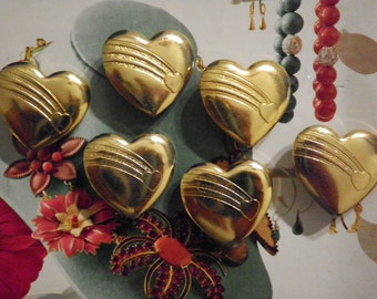 6 Goldplated Heart Brooches