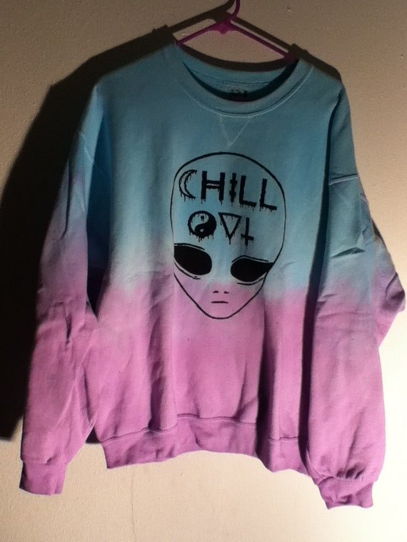 chill out alien SWEATER size XL