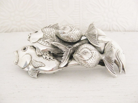 vintage 1960s school of fish hair clip. THE ODDITY EFFECT.