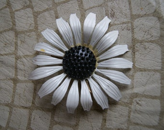 White And Black Enamel Daisy Pin 1960s Unsigned