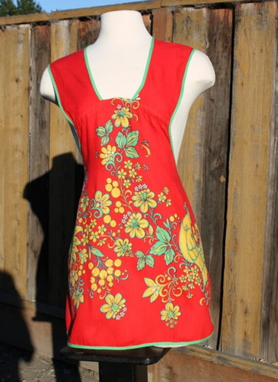 Vintage Apron Bright Red Yellow and Green Rooster or Chicken