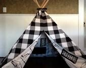 Black/White Children's Teepee Play Tent (medium)