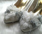 1 pair Handmade, White and silver flower shoe chips, or hair accessories, bridal shoe clips,bridesmaid shoe clips, set of 2