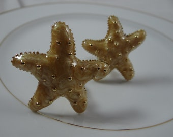 Vintage Caralina Beige Enamel Starfish Clip Earrings - Lovely and Adorable