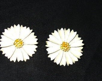 Finely Made Vintage Signed Trifari White Very Large Daisy Clip Earrings