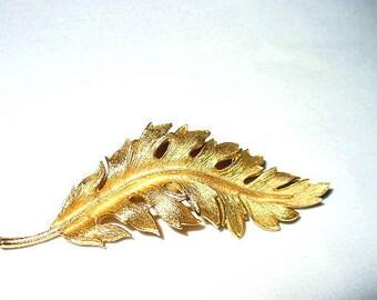 Beautiful Coro 1961 Brushed Goldtone Leaf Brooch