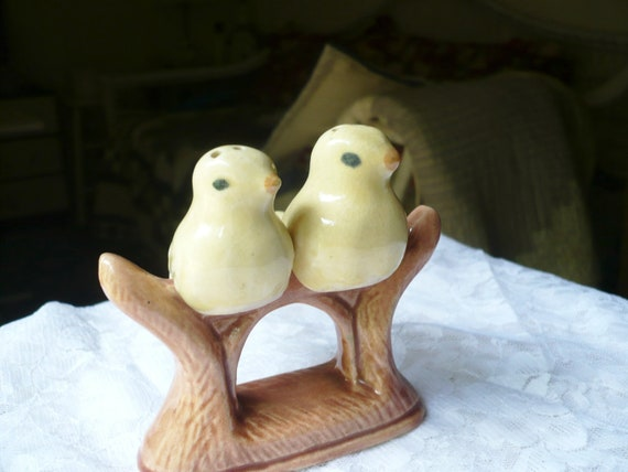 Vintage ceramic 1940s 3 pc canary bird salt and pepper shakers FREE SHIPPING