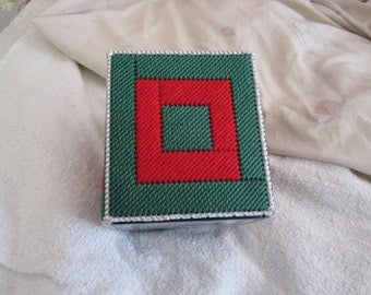 CHRISTMAS RED /GREEN Silver  Boutique Tissue Box Cover in Plastic Canvas