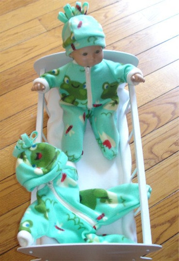 American Girl 15 inch Bitty Baby boy, girl, or twin  Doll Clothes 2 piece Green Frog Fleece Winter Pajamas Pjs Sleeper and hat (cap)