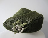 60s Turban Shaped Moss Green Beret w/ Tangled Bow // Vintage Hat