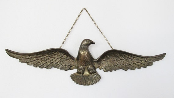 Vintage brass eagle wall hanging home decor for Eagle decorations home