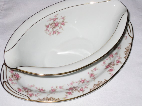 "Noritake ""Charmaine"" - Gravy Boat With Attached Underplate"