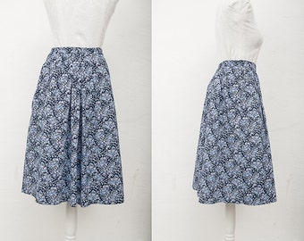 Vintage Blue Floral Skirt / 1970's Vintage retro boho floral skirt / Size Small Medium / Womens Midi Blue Pattern Skirt