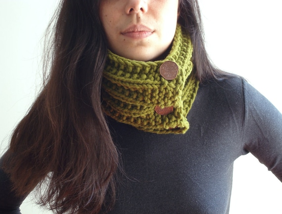 Green chunky cowl, hand knit scarf, neck warmer with buttons - for autumn and winter season
