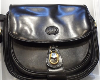 incredible gucci black leather handbag  gold accents nice size 70s  -80s  long adjutable strap very good vintage condition