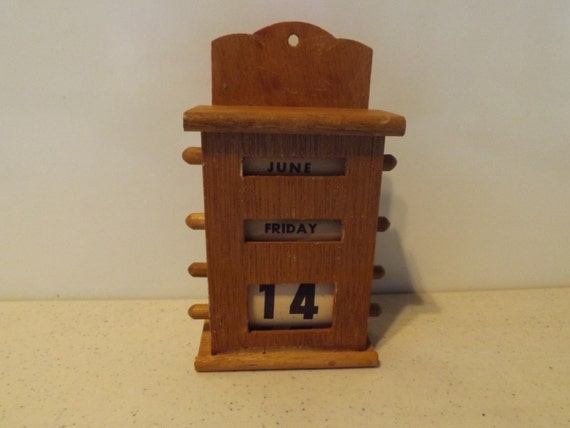 Wooden perpetual calendar by putfamilyfirst on etsy - Wooden perpetual wall calendar ...