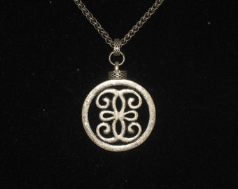 Vintage Womens Silver Round Pendant Necklace