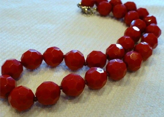 RETRO RAD CHERRY Red Faceted Bead Necklace Vintage 1980's