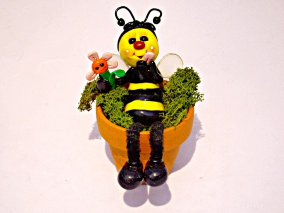 Loves me, loves me not, lazy bee flower pot polymer clay terra cotta pot