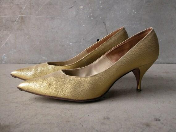 Vintage Metallic Gold Heels, Pointy Toe Pump: Size 8