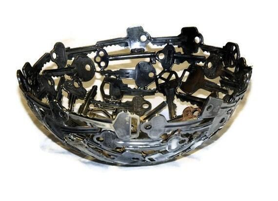 Medium key bowl 10, Metal sculpture ornament
