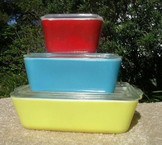 Three (3) Primary Color GLASS PYREX CONTAINERS with Lids Priced to Sell Quickly