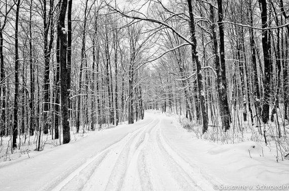 schwarz wei fotografie winterlandschaft snowy road. Black Bedroom Furniture Sets. Home Design Ideas