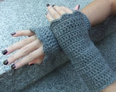 CLEARANCE Crocheted Wrist Warmers with Scalloped Edge in Granite