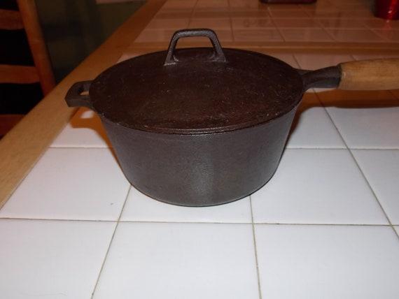 2 Quart Cast Iron Sauce Pan Mid Century Cookware 1 9 Liter