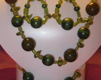SHADES of GREEN WOODEN Bead Jewelry Set