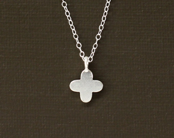 SALE - Sterling Silver Dainty Clover Necklace