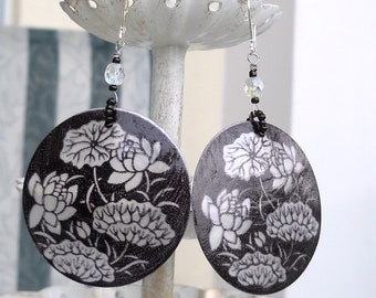 Lotus/lily black and white shell earrings
