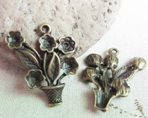 10 pcs of Antique Bronze Vase With Blooming Flowers Charms 25x28mm SWB107-4