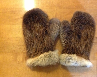 Beaver mittens with plucked and sheared beaver liner