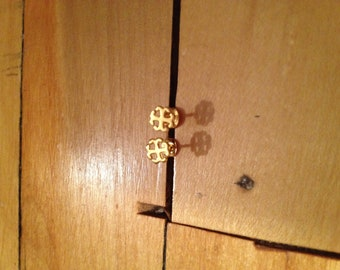 French Cross post earring in plated 14K gold