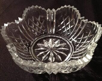 Elegant crystal jelly bowl with sawtooth edge