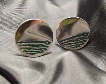 Green Wave Design Round Silver Tone Cuff Links