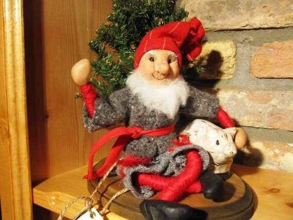 Scandinavian Primitive Nisse, Handmade sculpted face, Clothing hand sewn from wool fabric, D5