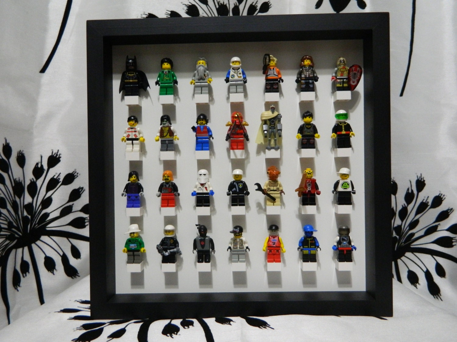 how to open lego minifigure display case