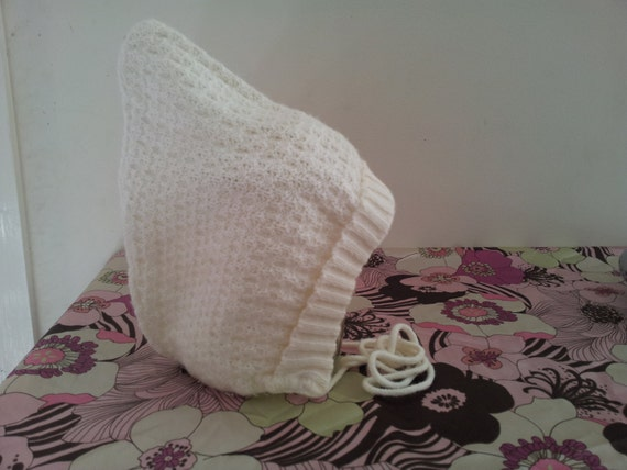 1970s KNIT BABY BONNET