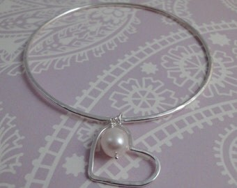 Hammered Silver Wire Heart & Pearl Bangle