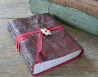 "Leather Journal . Emily Bronte ""I have dreamt in my life, dreams that have stayed with me ever after,  and changed my ideas..."" (320 pgs)"