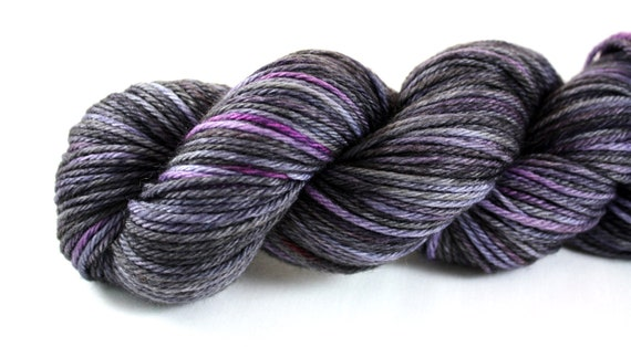 Amy's Punky Plum--hand dyed worsted weight, merino superwash (218yds/125gm)