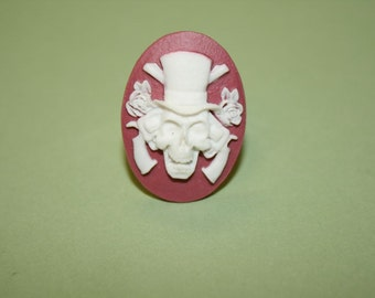 SALE Medium Mauve Skull with Guns and Roses Cameo Ring