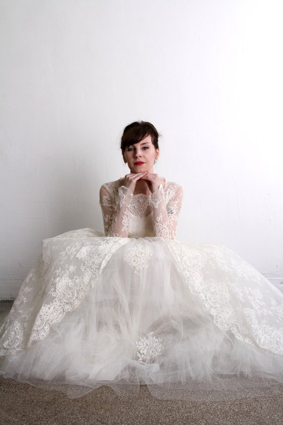ON HOLD - 1950s Wedding Dress . Vintage Bridal Gown & Veil  . Mid Century Bride