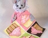 Felt Mouse Quilting a Cupcake Quilt